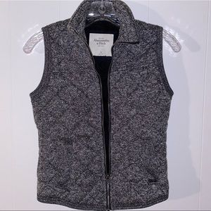 🍁 Quilted Grey Abercrombie & Fitch Vest